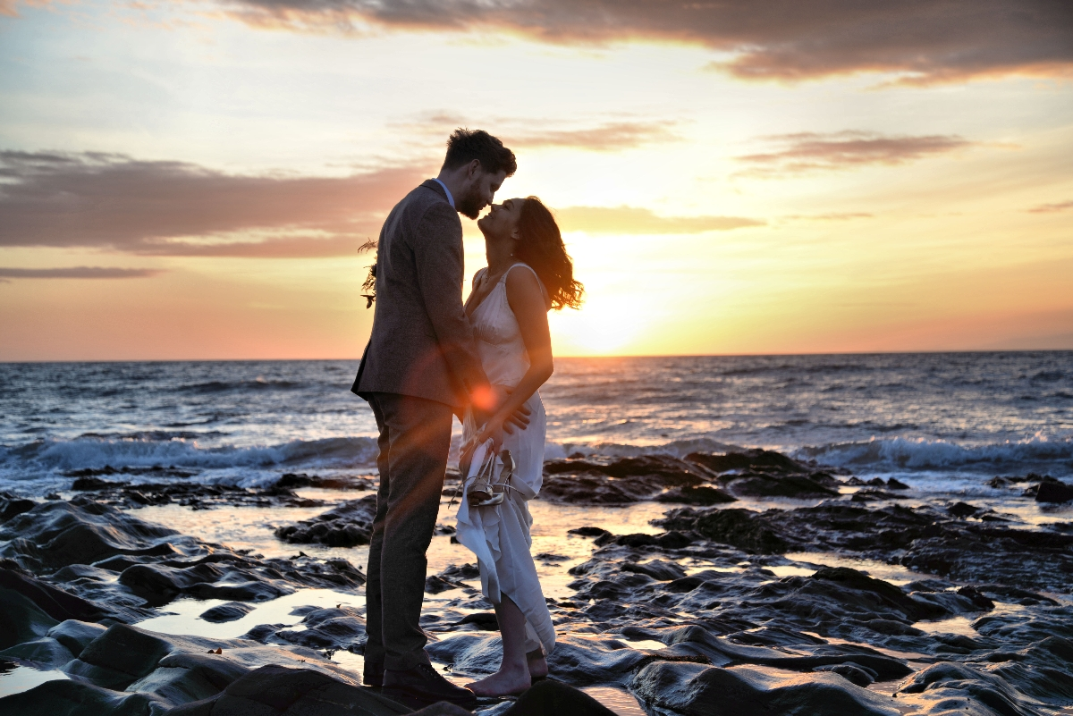 D-bride-groom-sunset-kissing-beach-sea-love-rocks.jpg